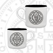 Kubek z medalikiem św. Benedykta (wzór tyniecki, awers i rewers)