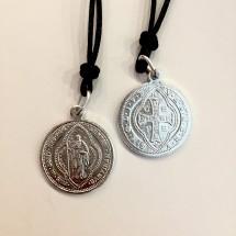 Medalik św. Benedykta (wzór tyniecki, aluminiowy ze sznurkiem)