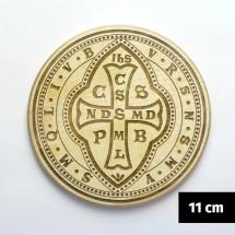 Medalik św. Benedykta (IHS, wzór tyniecki) grawerowany laserowo (wzór nr 12, średnica 11 cm, drewno bukowe)