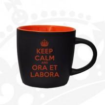 """Kubek """"KEEP CALM & ORA ET LABORA"""" - KG czarno-pomarańczowy"""