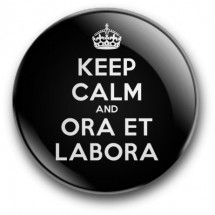 Keep Calm and Ora et Labora (magnes, wersja czarna, średnica - 56 mm)